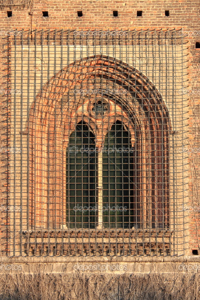 Medieval window with grate in the Sforzesco castle of Milan, Italy — Stock Photo #19732753