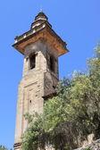 市中心的 valldemossa 在圣巴塞洛缪教堂钟楼 — 图库照片