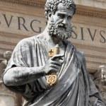 Statue of Saint Peter the Apostle — Stock Photo