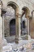 Colonne in un chiostro medievale — Foto Stock