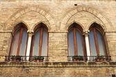 中世纪的 windows — 图库照片