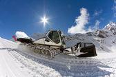 Ratrak、機械、特別な雪上車をグルーミング — ストック写真