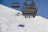 кресельная канатная дорога на горнолыжном курорте — Стоковое фото