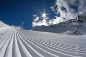 Perfectly groomed empty ski piste — Stock Photo