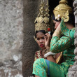 SIEM REAP, CAMBODIA - APRIL 6: cambodians in national dress — Foto de Stock
