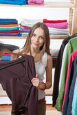 Young woman chooses clothes — Stock Photo