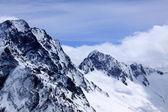 Kaukasus, berg och blå himmel — Stockfoto