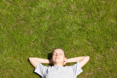 Young girl lying on the grass — Foto de Stock