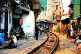 Railway crossing town houses in Hanoi — Stock Photo