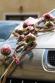 Floral decoration on wedding car — Stock Photo