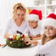 Making an advent wreath with the kids — Stock Photo