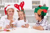 Happy making gingerbread christmas tree — Stock Photo