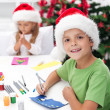 Kids making christmas greeting cards — 图库照片
