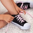 Child hands tie shoelaces - Zdjęcie stockowe
