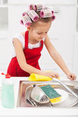 Little girl cleaning the kitchen — Stock Photo