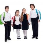 groep kinderen hand in hand gaat terug naar school — Stockfoto