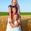 Happy family outdoors — Stockfoto