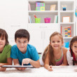 enfants heureux avec ordinateurs tablette — Photo