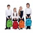 Grupo de niños felices con mochilas - volver al concepto de escuela — Foto de Stock