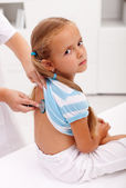 Little girl at the doctor for an examination — ストック写真