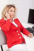 Business woman disappointed by her telephone conversation — Stock Photo