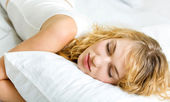 Young woman sleeping — Stockfoto