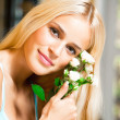 Cheerful woman with bouquet of white roses — Stock Photo