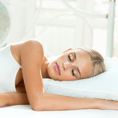 Young woman sleeping — Stock Photo