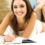 Young beautiful woman studying with notebook — Stockfoto
