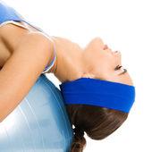 Kobieta z piłka fitness, na białym tle — Zdjęcie stockowe