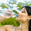 Portrait of woman drinking water outdoor - Foto Stock