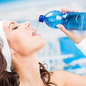 Woman drinking water, at fitness club — Foto de Stock