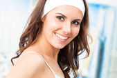Young smiling woman at fitness club — Stock Photo
