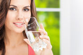 Young woman drinking water, outdoor — Stock Photo