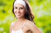 Ung kvinna i fitness slitage, utomhus — Stockfoto