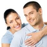 Молодая счастливая пара улыбаясь, изолированные — Стоковое фото
