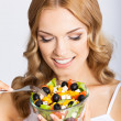 Woman with vegetarian salad, over gray — Foto Stock
