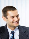 счастливый улыбающийся молодой предприниматель — Стоковое фото