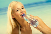Young happy woman on the beach — Stock Photo