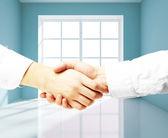 Handshake in room — Stock Photo