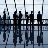 Biznesmeni w biurze — Zdjęcie stockowe
