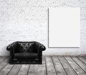 Sandalye ve duvar posteri — Stok fotoğraf