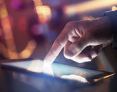 Touchpad na mão — Foto Stock