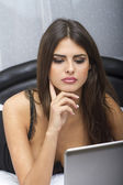 Hot Girl on Laptop — Stockfoto