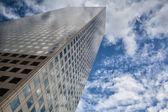 Leta upp - skyskrapa i denver — Stockfoto
