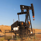 Oil pump in Nevada desert — Stock Photo