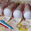 British pounds and golf balls — Stockfoto