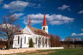 Bohutin, renovado, igreja, cemitério, padre, religião, dia ensolarado, outono, capela — Fotografia Stock