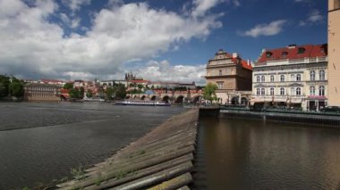 View of Novotny footbridge in Prague — Stock Video