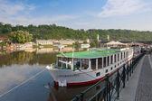 Harbor cruise boats on the Vltava river — Stock Photo